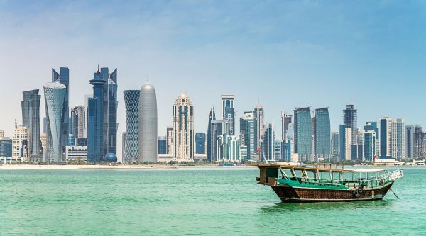 Qatar---Boat-in-front-of-skyline---515196107